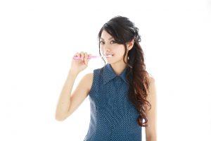 女性の口臭の生理などでホルモンバランスが崩れることが原因
