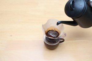 コーヒーの健康効果に大きく影響するのはカフェインとポリフェノール